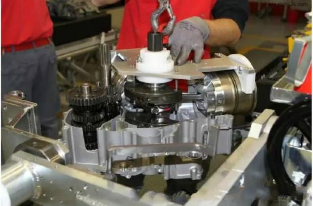 解析汽车发动机装配夹具设计